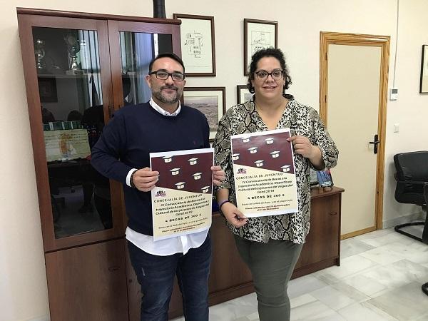 El alcalde y la concejala de Juventud.