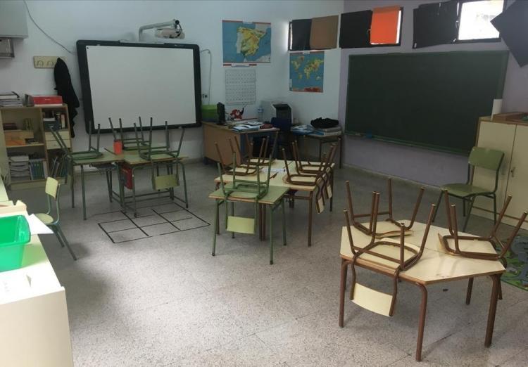 Aula vacía en el colegio de Bérchules en la huelga de inicio de curso.