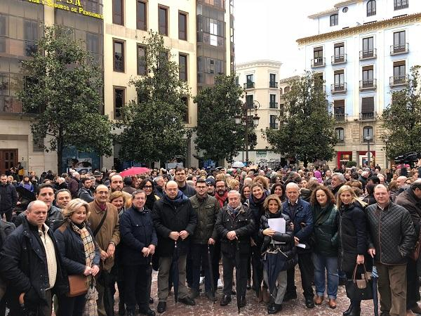 Representantes del PP en la concentración de la Plaza del Carmen.