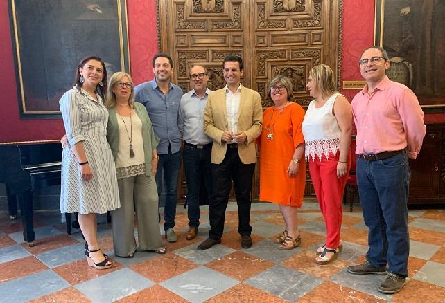 Cuenca junto a gran parte del grupo socialista.