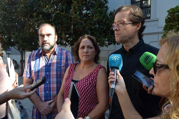 Manuel Morales con María del Carmen Pérez y Francisco Puentedura.