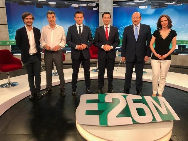 Los candidatos de PP, PSOE, Cs y Podemos IU Adelante con los periodistas Noemí Fernández y Aurelio Cappa.