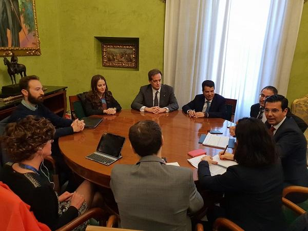 El alcalde ha recibido a los representantes de la OCDE.