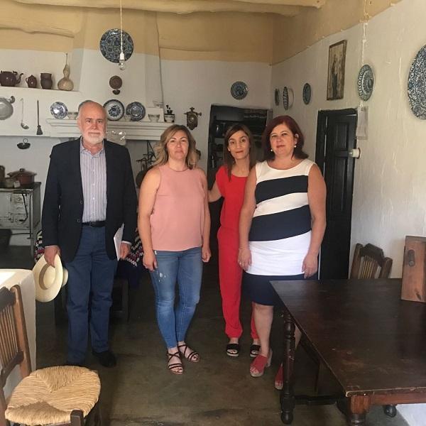 La alcaldesa de Bubión con los representantes del Grupo Parlamentario Socialista.