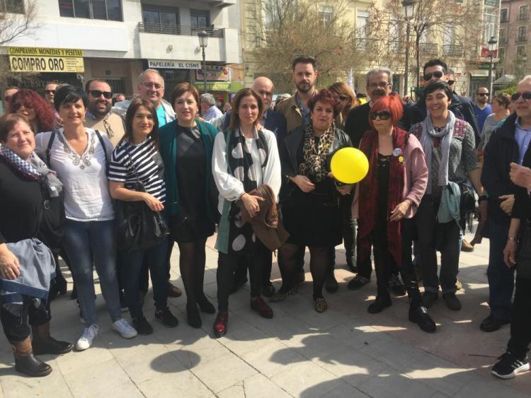 Teresa Jiménez con otros representantes socialistas al inicio de la manifestación.