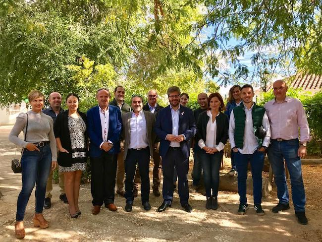 Fran Hervías y cargos de Cs, junto a miembros del partido en los Montes Orientales.