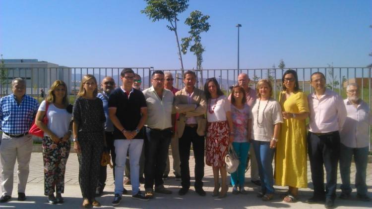 Los populares con comerciantes de Zaidín.