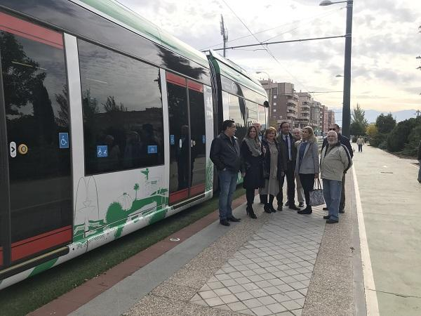 Los populares, junto al Metro en el Paseo del Emperador Carlos V.