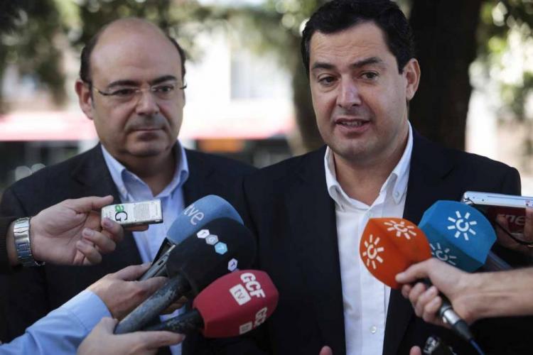 Juan Manuel Moreno con Sebastián Pérez en una imagen de archivo de un acto celebrado en Granada.
