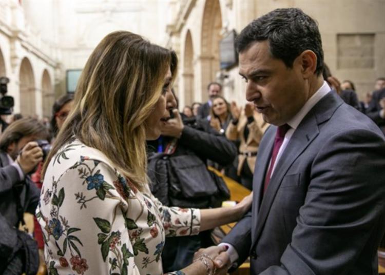 Juan Manuel Moreno recibe la felicitación de Susana Díaz.