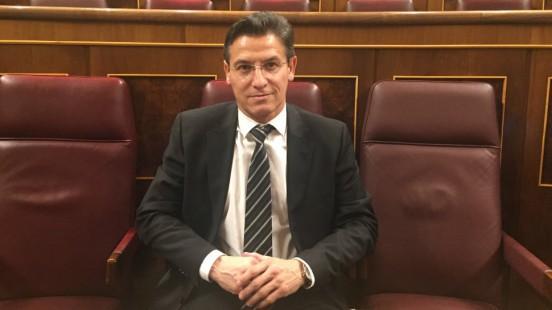 Luis Salvador, en su asiento en el Congreso.
