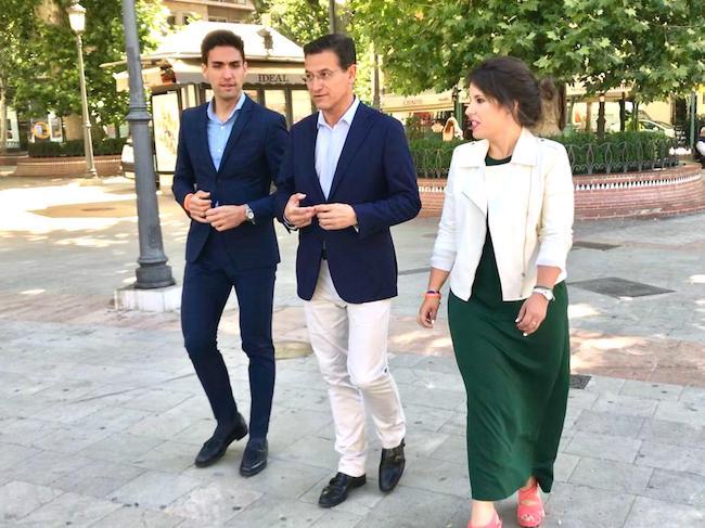 Luis Salvador, junto a miembros de su candidatura.