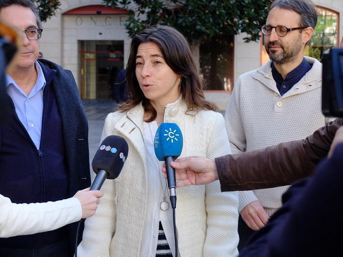 Marta Gutiérrez, en una atención a medios junto a Alberto Matarán y Antonio Daponte.