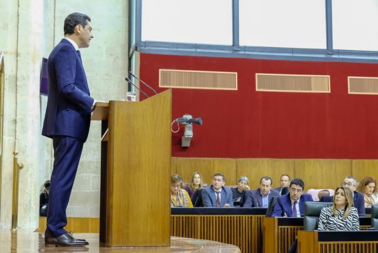 Juan Manuel Moreno y en segundo plano, Susana Díaz.