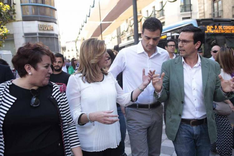 Pedro Sánchez con Susana Díaz, en una visita a Granada.