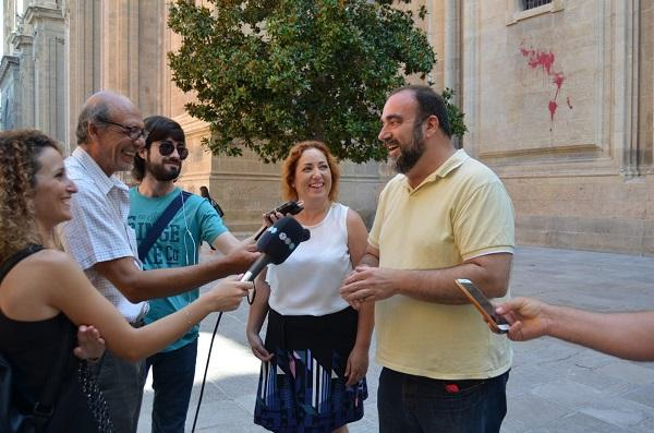 María del Carmen Pérez junto a Francisco Puentedura en una comparecencia informativa este martes.
