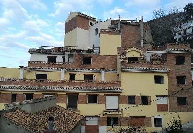 """Edificio de la calle Tejares, construido """"de manera ilegal""""."""
