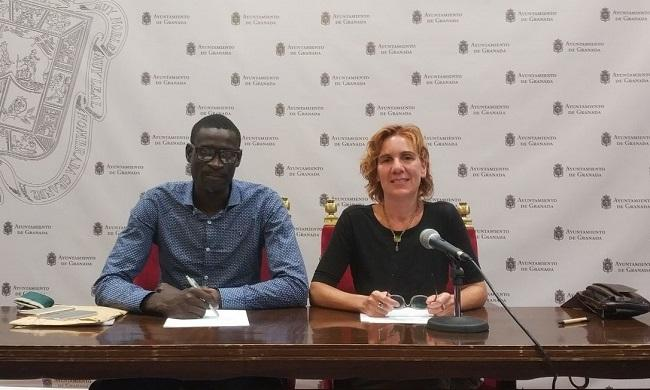 Pilar Rivas y Adama Diakhate.
