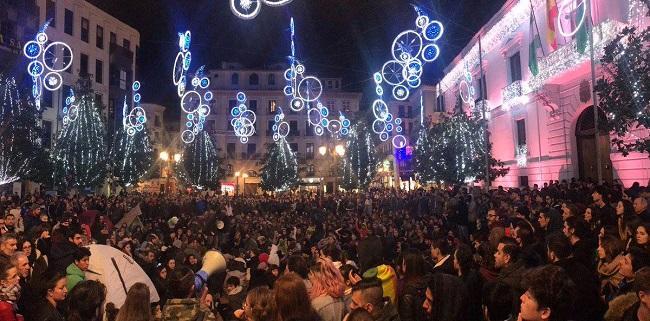 Asamblea en la Plaza del Carmen de Granada, tras el ascenso de la ultraderecha.