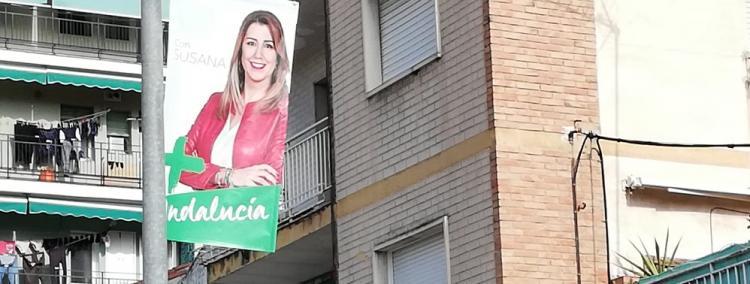 Cartel electoral de Susana Díaz, en una calle de Granada.