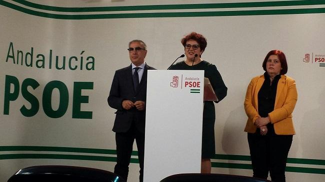 Teresa Jiménez flanqueada por Elvira Ramón y José Martínez Olmos.
