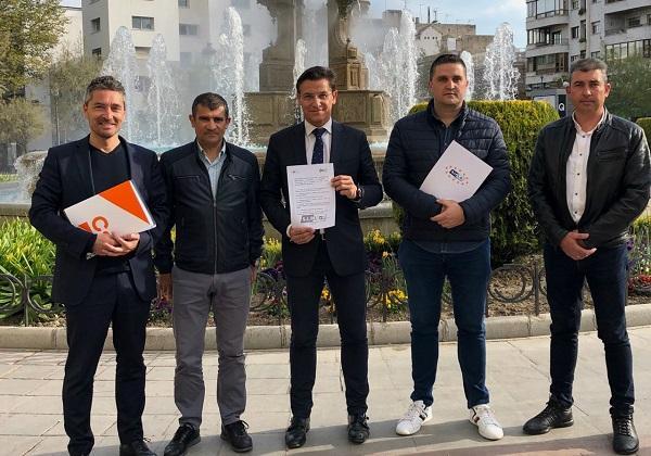 Luis Salvador y Manuel Olivares con representantes del SIPLG.