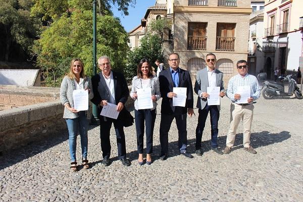 Díaz y Carazo con representantes de asociaciones de empresas turísticas.