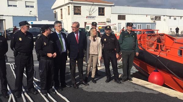 La fiscal superior y los representantes de las fuerzas de seguridad, en el Puerto de Motril.