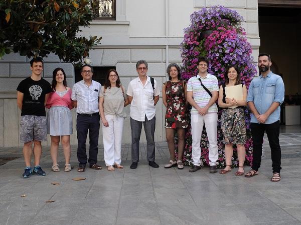 Integrantes de Vamos Granada, este lunes al anunciar su campaña.