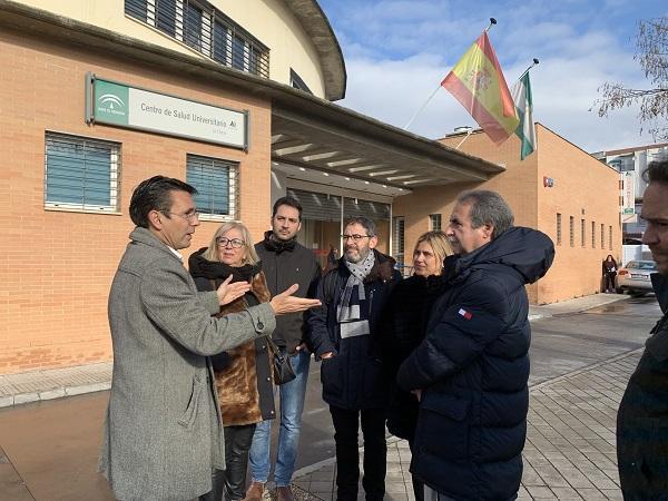 Visita de los ediles del PSOE al centro de salud de La Chana.