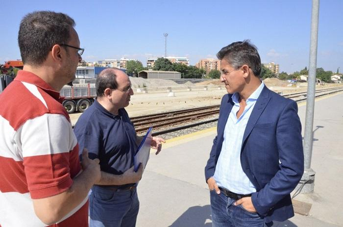 Luis Salvador en una visita a las obras del AVE.