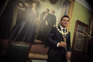 Luis Salvador, investido como alcalde de Granada.