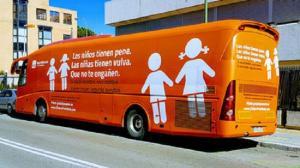 El provocador autobús de Hazteoir.