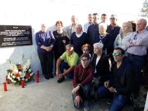 Familiares y miembros de la asociación, en el homenaje que le brindaron a los fusilados el pasado octubre.