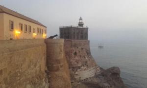 Faro de Melilla de la ciudadela antigua.