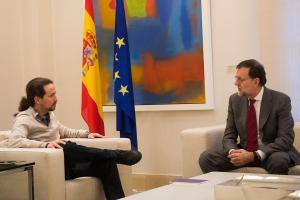 Rajoy, durante su encuentro en La Moncloa con Iglesias, el 28/12/2015.