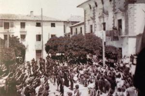 Acto franquista en la Plaza del Caudillo de Cúllar. Gentileza de Jesús Ruiz Escudero.
