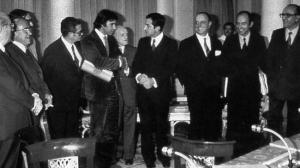 Líderes políticos de la Transición en la firma de los Pactos de la Moncloa.
