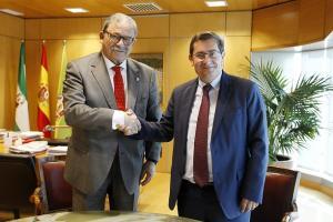 Eduardo Torres y José Entrena, en la firma del convenio.
