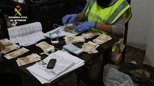 Imagen del dinero intervenido en la operación.