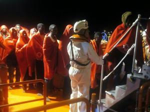 Los inmigrantes rescatados, a su llegada al Puerto de Motril.