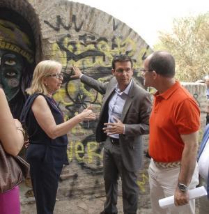 El alcalde y la concejala de Cultura han presentado el plan de recuperación de los aljibes.
