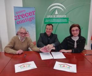 El delegado de Políticas Sociales con los responsables de Aldaima y Crecer Juntos.