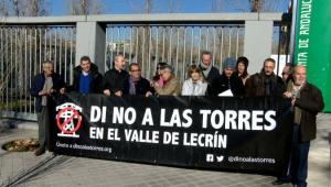 Cartel de protesta durante la entrega de alegaciones.