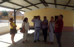 El delegado de Educación visita las reformas realizadas.