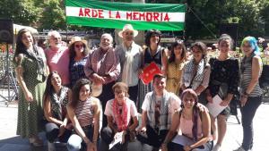 Granada Abierta celebró este domingo en la Plaza Bib-Rambla Arde la Memoria.