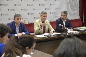 César Díaz, flanqueado por Manuel Olivares y Francisco Fuentes.