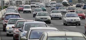Colas de coches en la Circunvalación de Granada.