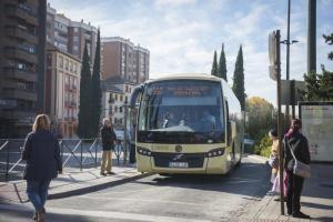 Parada de autobuses metropolitanos.