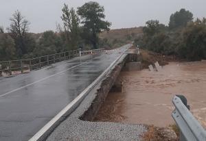 Carretera en A4200 entre Baza y Benamaurel, cortada por los daños provocados por las lluvias.